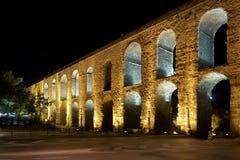 Der Valens Aquädukt in Istanbul nachts Lizenzfreie Stockfotografie