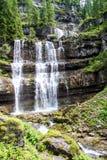 Der Vallesinella-Wasserfall in den Dolomit von Trentino, Italien Stockbilder