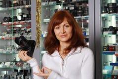 Der Verkäufer der Fototechnik Stockfotos
