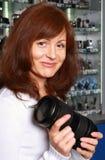 Der Verkäufer der Fototechnik Stockfotografie