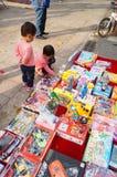 Der Verkauf der Spielwaren der Kinder Stockbild