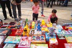 Der Verkauf der Spielwaren der Kinder Stockbilder