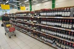 Der Verkauf des Alkohols Lizenzfreie Stockfotos