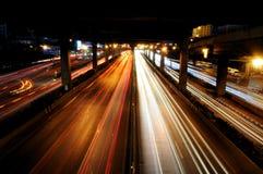 Der Verkehr in der Nacht Stockfoto