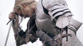 In der verletzten Joan von d-` Arche, ein Rotz von der Nase stock video footage