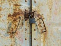 Der Verschluss auf alten Türen Stockfotografie