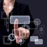 Von Hand eindrücken des Knopfes auf einem Touch Screen Stockbild