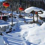 Der Waldbauernhof mit zwei Verfahren in Heilongjiang-Provinz - Schnee-Dorf Stockfotografie