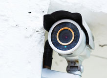 An der Wand befestigte Überwachungskamera Lizenzfreie Stockbilder
