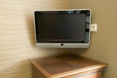 An der Wand befestigter Fernsehapparat Lizenzfreies Stockbild