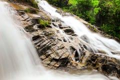 Der Wasserfall Lizenzfreie Stockfotos