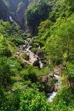 Der Wasserfall in Nepal Stockbild
