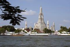 Der Wat Arun-Tempel und Chao Phraya in Bangkok, Thailand Lizenzfreie Stockfotografie