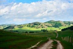 Der Weg und die Hügel Lizenzfreies Stockbild