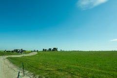 Der Weg zu Stonehenge - schöne Landschaft Stockbild
