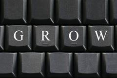 Der weiße Buchstabe von Grow auf Computertastaturhintergrund stockbild