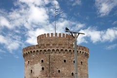 Der weiße Kontrollturm an der Saloniki-Stadt in Griechenland stockfotos