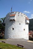 Der weiße Kontrollturm von Brasov, Rumänien lizenzfreie stockbilder