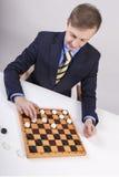 Der weiße Mann trifft eine Maßnahme Spiel-Kontrolleure Stockfoto