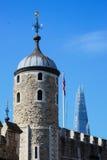 Der weiße Turm und die Scherbe Stockfotografie