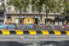 Der weibliche Peloton in Paris - La-Kurs durch Le-Tour de France 2 Lizenzfreie Stockfotografie