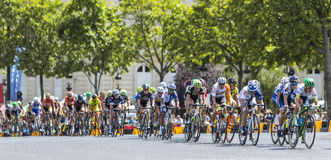 Der weibliche Peloton in Paris - La-Kurs durch Le-Tour de France 2 Stockbild