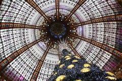 Der Weihnachtsbaum bei Galeries Lafayette, Paris Stockfoto