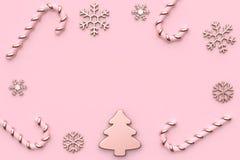 Der Weihnachtsbaum-Schneesüßigkeit 3d des rosa metallischen Rosahintergrundes des Konzeptes des neuen Jahres des Glattrosengoldwe vektor abbildung