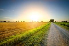 Der weite Weg in Richtung zum Sonnenuntergang Lizenzfreie Stockfotografie