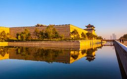 Der Wiederaufbaustadtmauer- und Torturm von Datong. lizenzfreie stockbilder