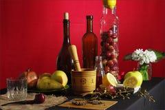 Der Winemaker bei der Arbeit Stockbild
