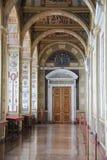 Der Winter-Palast und das Einsiedlerei-Museum - St Peters Stockfotos