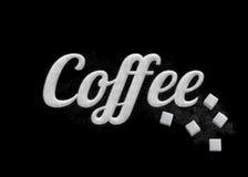 Der Wort Kaffee geschrieben durch Zuckerkörner stockfoto