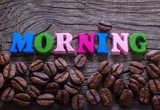 Der Wortmorgen im Holz und im Kaffee lizenzfreies stockbild