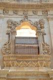 Der wunderbare Rahmen des Fensters nach Ragusa in Sizilien Lizenzfreies Stockfoto