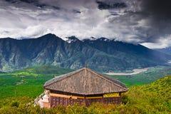 Der yangtze-Fluss und der Pavillion lizenzfreies stockfoto