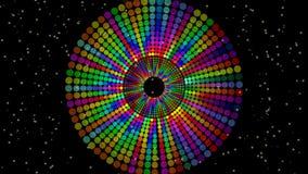 Der Zauberkreis, der vom Regenbogen verfasst wird, punktiert, klare Farben auf schwarzem Hintergrund mit kleinen gelben Lichtern  stock video footage