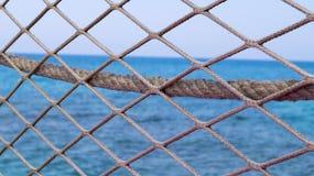 Der Zaun auf dem Pier Stockfotografie