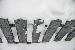 Der Zaun auf Winter Stockfoto
