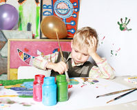 Der Zeichnungsjunge. Lizenzfreies Stockbild