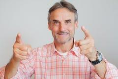 Der zeigende Geschäftsführer der erfahrenen Führungskraft - konzentrieren Sie sich auf Gesicht Lizenzfreies Stockfoto
