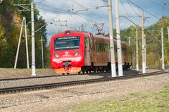 Der Zug auf der Drehung Stockbilder