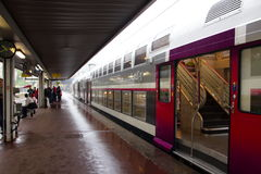 Der Zug mit zwei Böden Stockfotografie