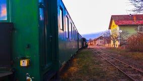 Der Zug in der Station lizenzfreie stockbilder