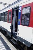 Der Zug zwischen europäischen Städten Stockbild