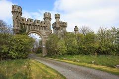 Der Zugang und der Gatehouse zu Thurso ziehen sich, Scotlan zurück Stockbilder