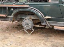 Der Zusammenbruch von Safari Jeep im mittleren des Dschungels an Nationalpark Ranthambore Lizenzfreies Stockfoto