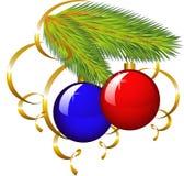 Der Zweig eines Weihnachtsbaums mit Papierausläufer Lizenzfreie Stockbilder