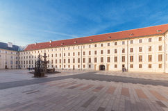 Der zweite Hof von Prag-Schloss Stockbild