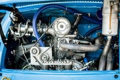 Der Zylinder-Maschine des Rennwagens zwei voller Rahmen stockfoto